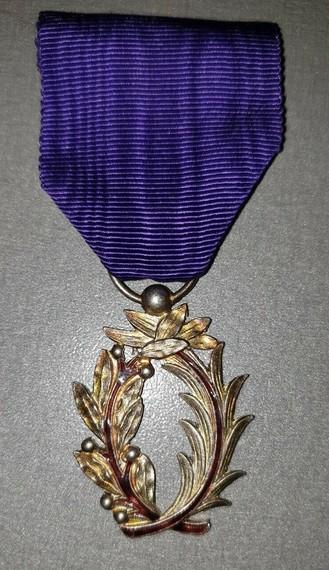 [ Histoire et histoires ] Médailles, insignes et autres - Page 3 Medail10