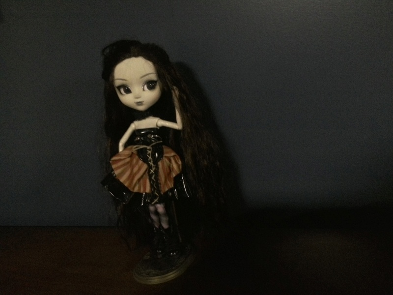Robe gothique pour ma Pullip Img_2012