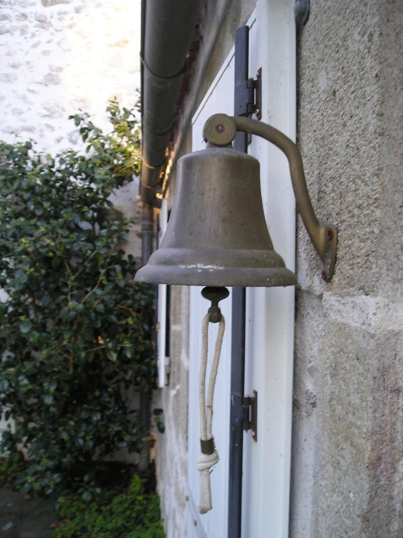 [Autres sujets marine] Les cloches de nos bâtiments (Armés et désarmés) Cloche10