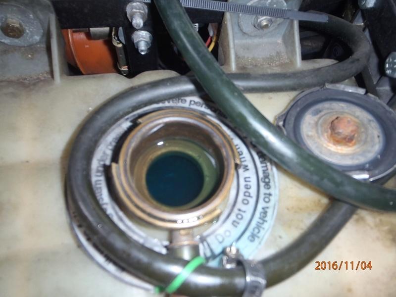 Placement d'antigel concentré moteur VM. (5 litres). Pb040112