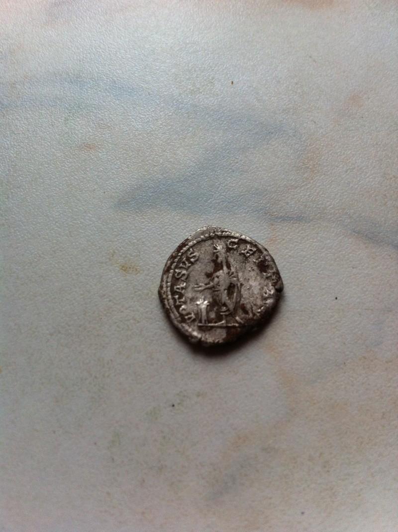 Petite monnaie à identifier! Img_0624