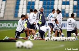 ريال مدريد يعود غدا الى التدريب أبتداء من الساعة 11:00 صباحا   555b1110
