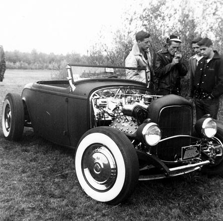"Hot rod in street - Vintage pics - ""Photos rétros"" -  - Page 2 10446610"