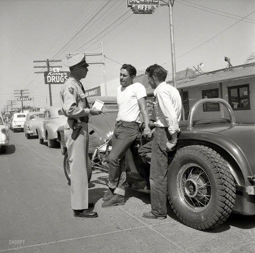 "Hot rod in street - Vintage pics - ""Photos rétros"" -  - Page 2 93643510"