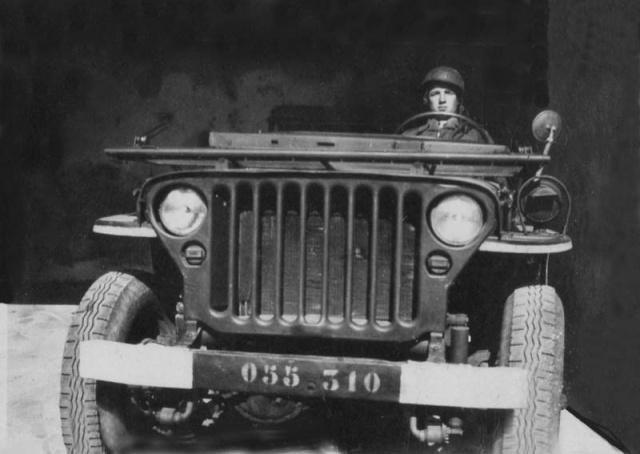 maréchal des logis. Serge-Emile Rousseau  8eme BPC  MPLF le 12 aout 1954 Jeep_s10