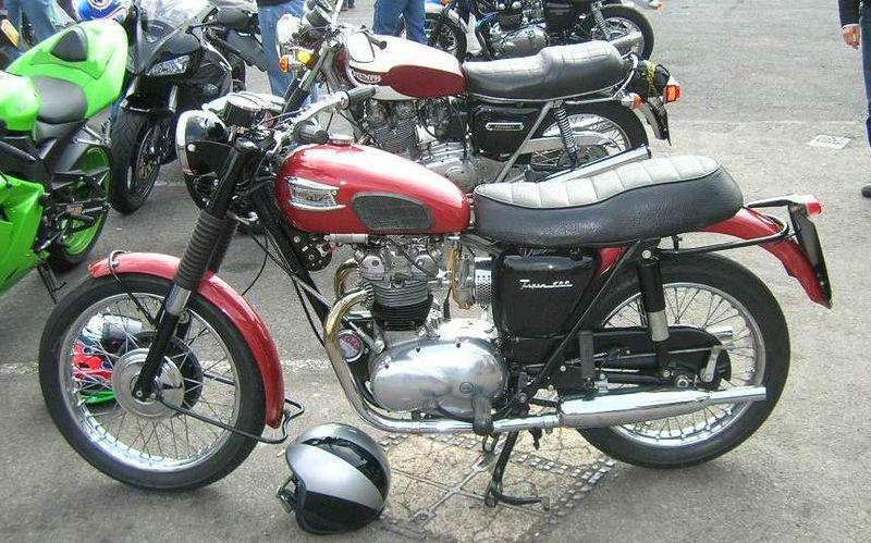 Triumph Bonneville Bobber 1200 800px-10
