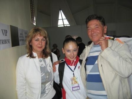 Les photos de gymnastes avec leur famille (soeur ,mère, père) X_31f010