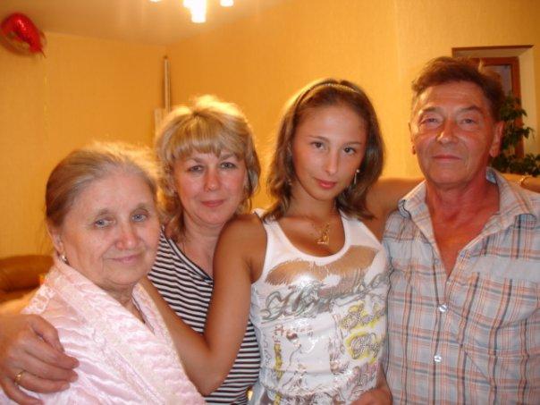 Les photos de gymnastes avec leur famille (soeur ,mère, père) X_3cf310