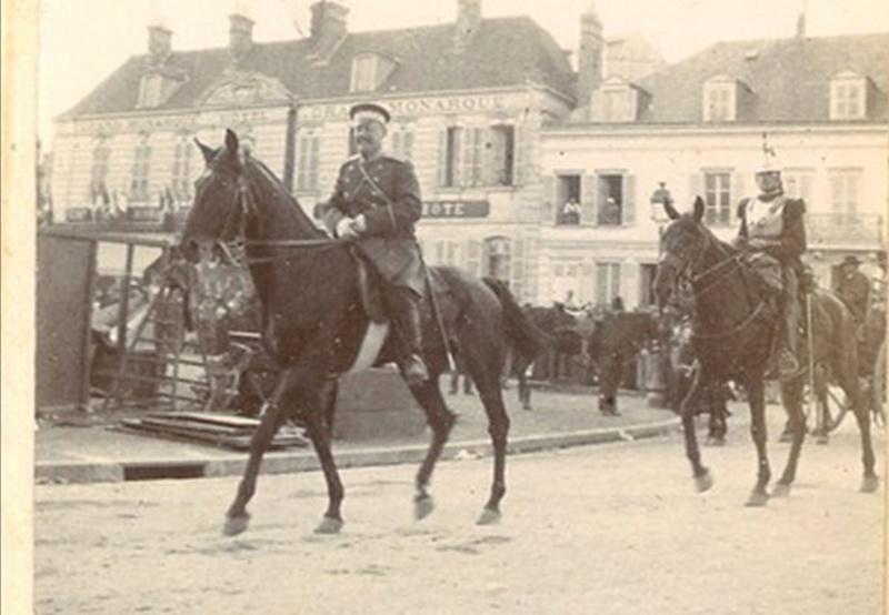 Les Grandes Manoeuvres de 1900 à CHARTRES Cavali10
