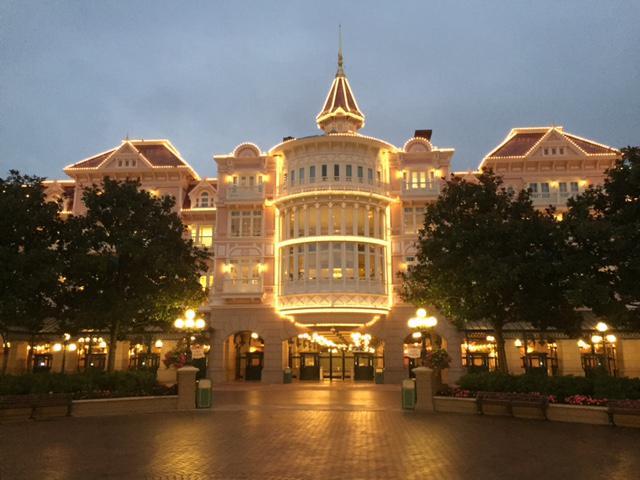 Rénovation de l'éclairage et des illuminations à Disneyland Paris Rim_li13