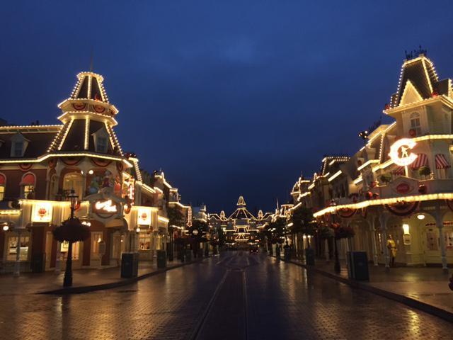 Rénovation de l'éclairage et des illuminations à Disneyland Paris Rim_li14
