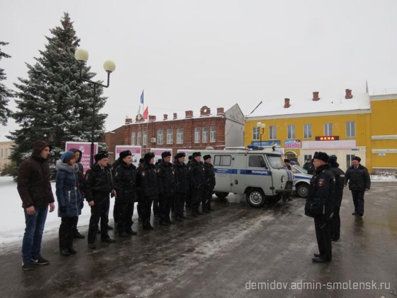 Полицейские провели строевой смотр 110