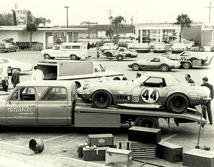 Pour les amateurs de Racing car haulers  3abdcd10
