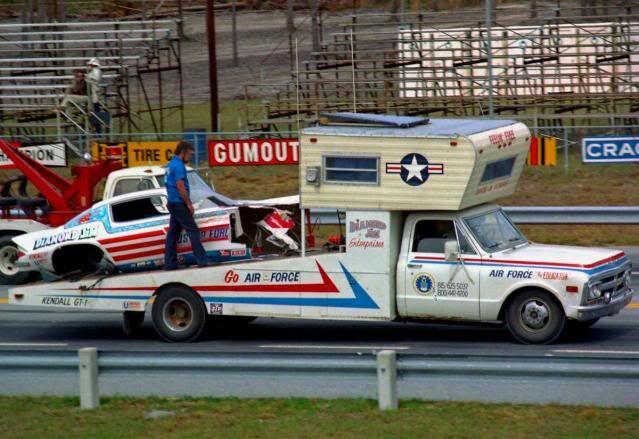Pour les amateurs de Racing car haulers  5a673710
