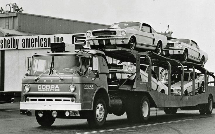 Pour les amateurs de Racing car haulers  7388d010