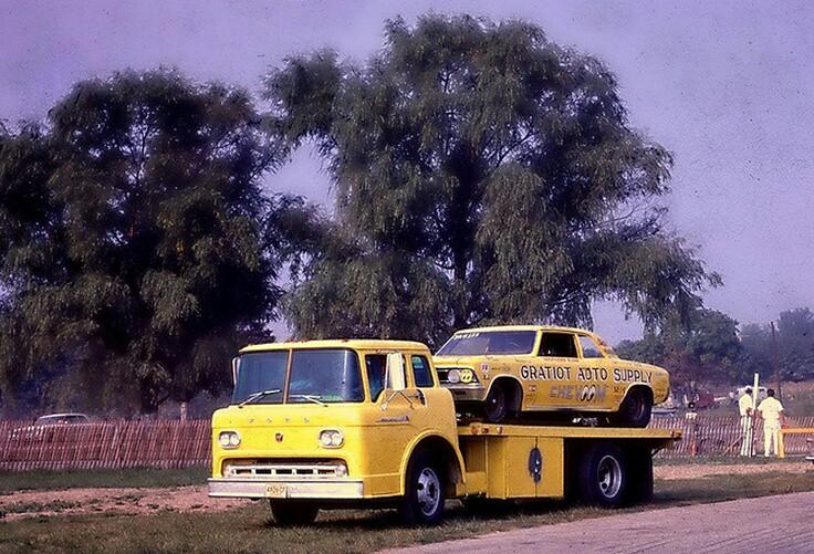 Pour les amateurs de Racing car haulers  749a5e10