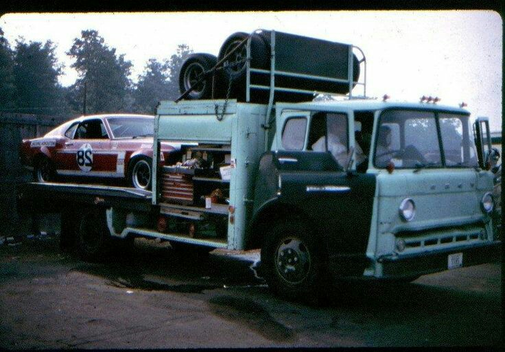 Pour les amateurs de Racing car haulers  Bc90a910