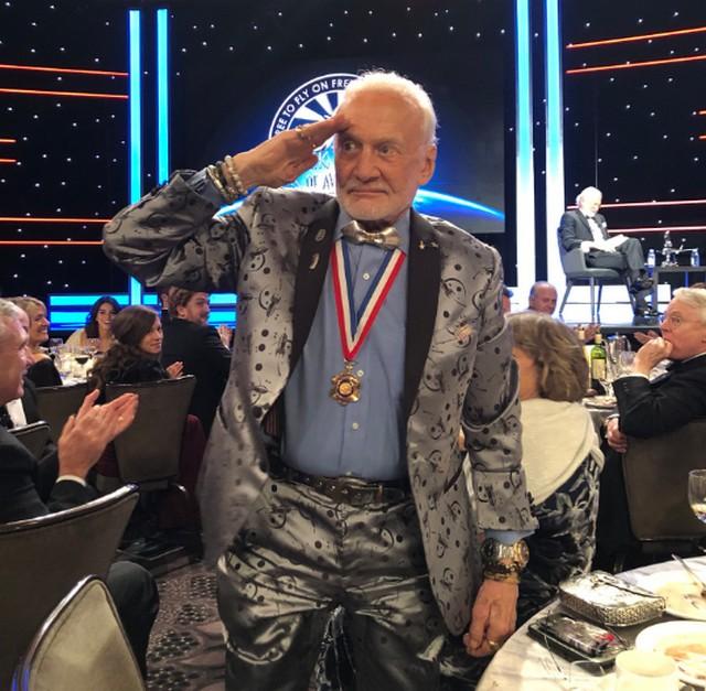 Buzz Aldrin - Page 2 Buzz10