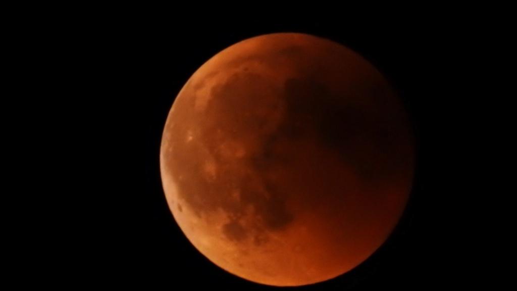 Eclipse totale de Lune - 27 juillet 2018 Dscn1010