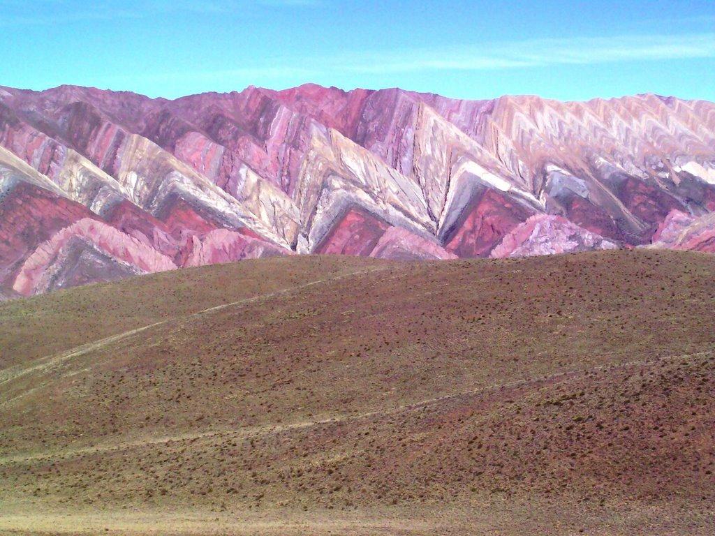 De sublimes couleurs dans Les montagnes de Hornocal - Argentine. 19474012