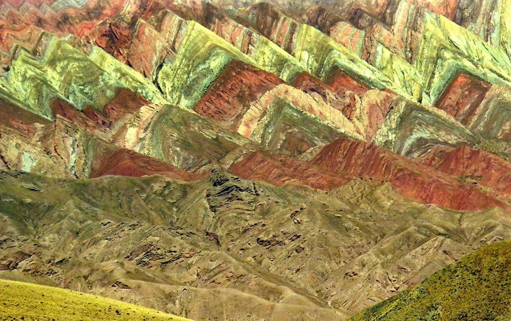 De sublimes couleurs dans Les montagnes de Hornocal - Argentine. 49146911