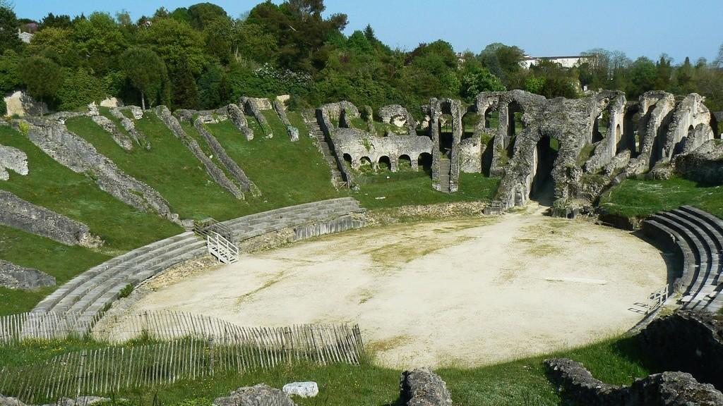 """Amphithéâtres romains : """"Panem et circenses"""" - Page 2 56373610"""