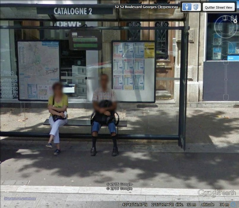 STREET VIEW : les gens en chaussettes noires ! - Page 22 M10