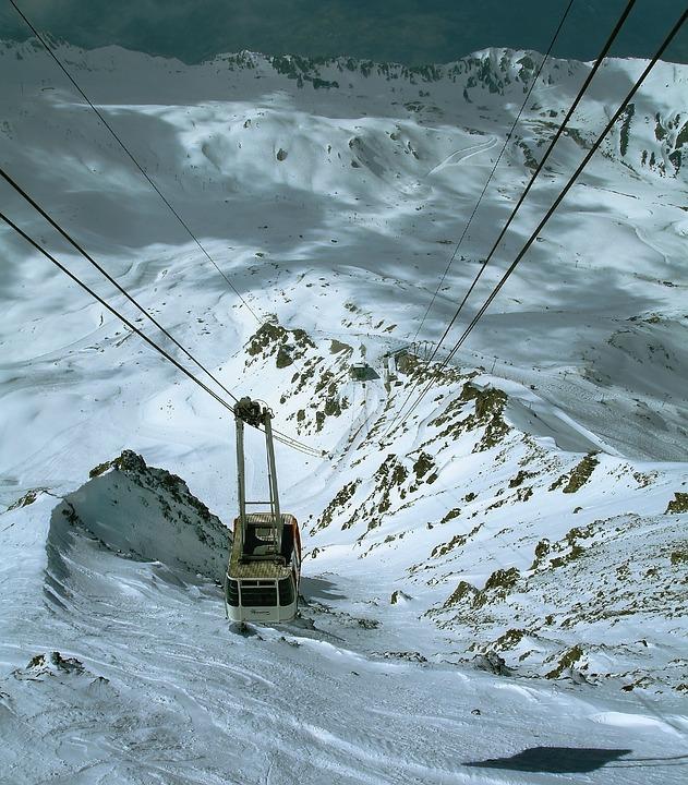 La neige en montagne ... - Page 2 Cable-10