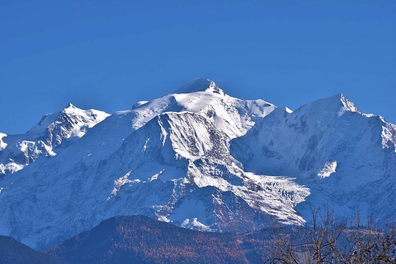 La neige en montagne ... - Page 2 Mont-b10