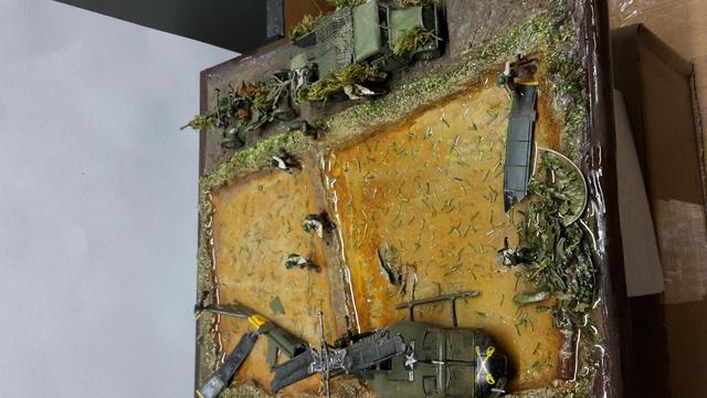David vs Goliath- Vietnam 1960----HUEY UH-1 iroquois (en métal) + canon 40 mm Bofors et camion Praga RV  (Wrzesien) 1/72---FINI - Page 2 Dio_fi10