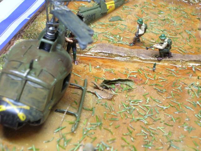 David vs Goliath- Vietnam 1960----HUEY UH-1 iroquois (en métal) + canon 40 mm Bofors et camion Praga RV  (Wrzesien) 1/72---FINI - Page 3 Dytail10