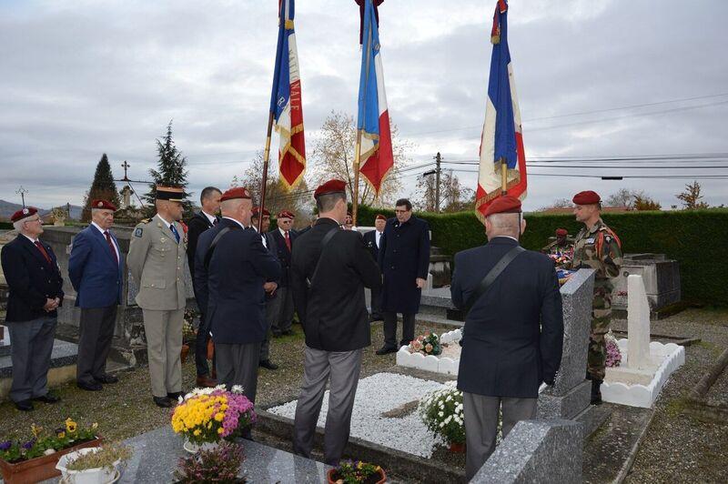 Le 1er R.C.P. rend hommage à un de leur chef de corps prestigieux Cimeti10