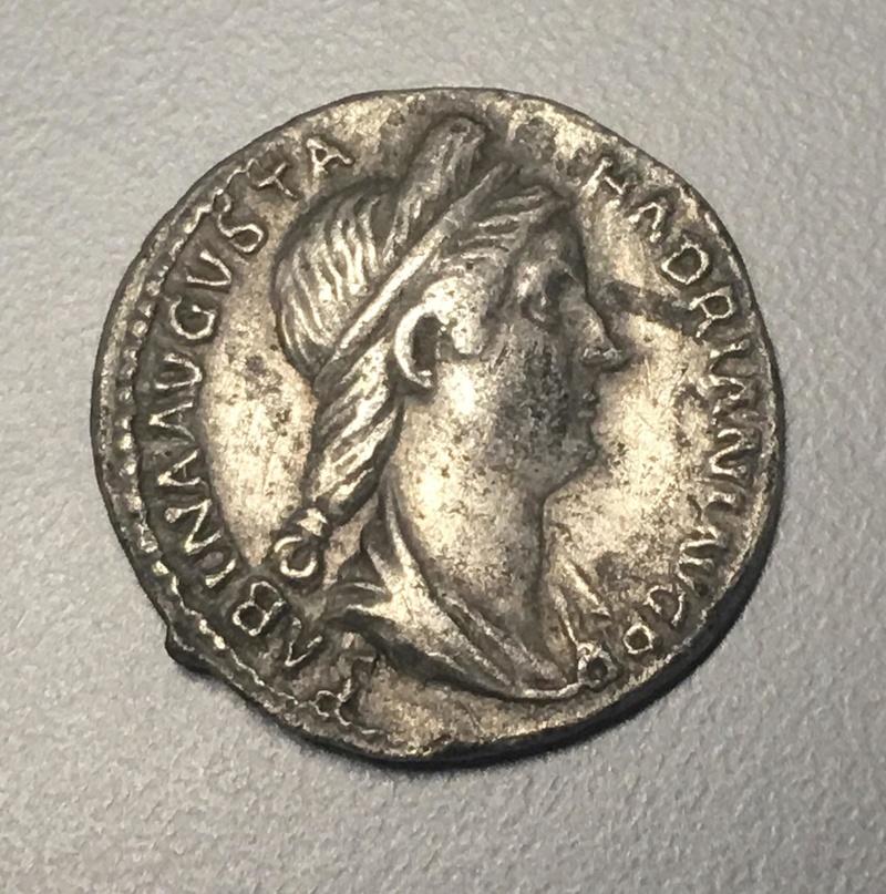 Monnaie romaine à ID trouvée à côté d'une Sabrina Img_0610