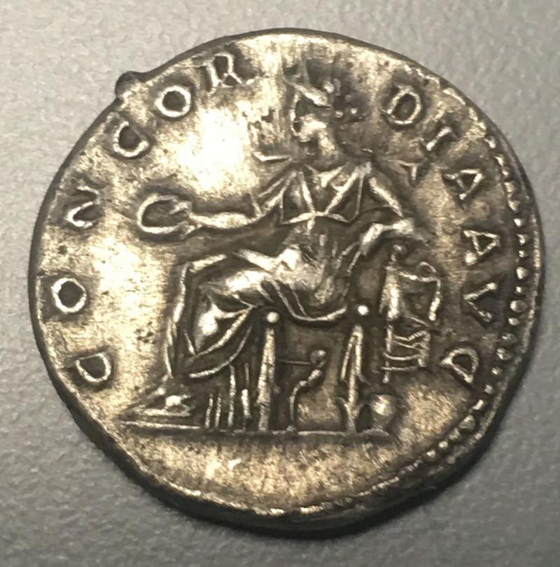 Monnaie romaine à ID trouvée à côté d'une Sabrina Img_0611
