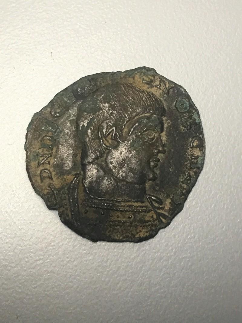 Monnaie romaine à ID trouvée à côté d'une Sabrina Img_0612