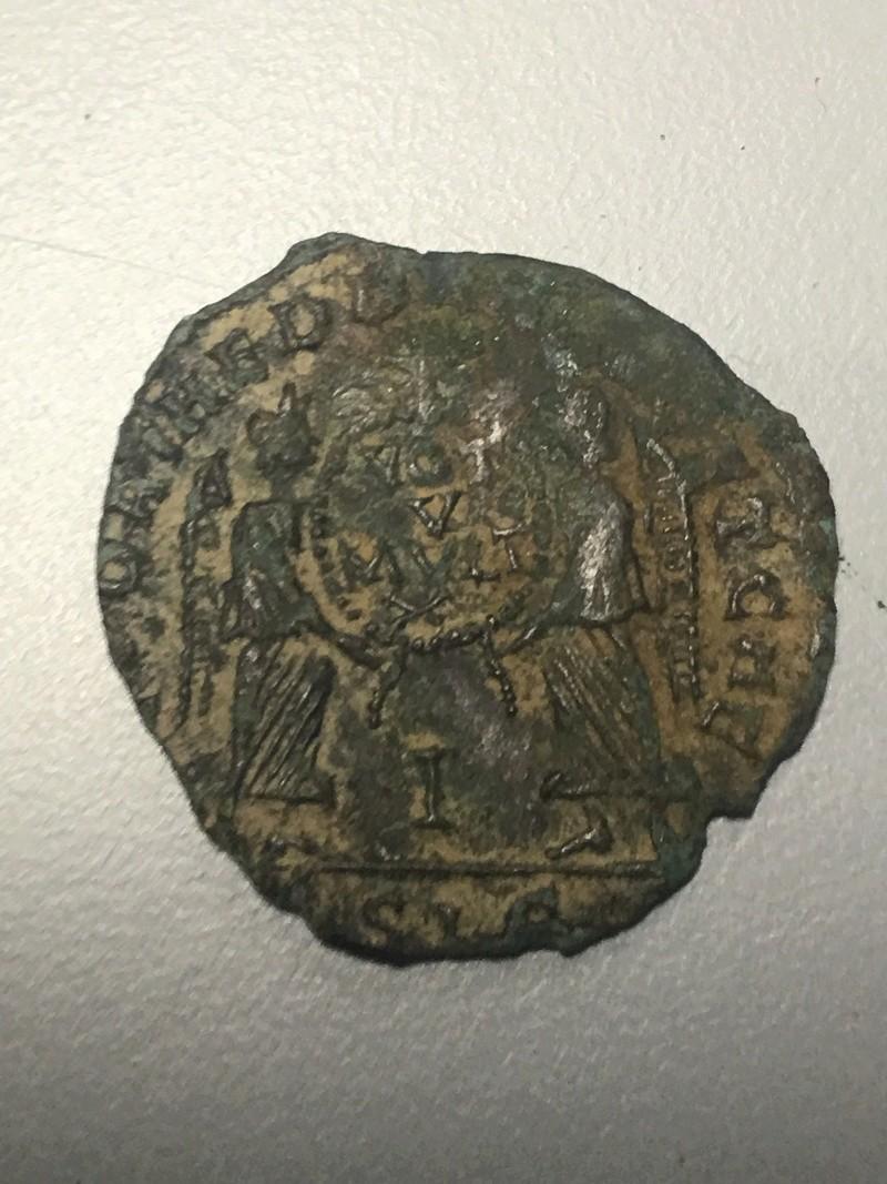 Monnaie romaine à ID trouvée à côté d'une Sabrina Img_0613