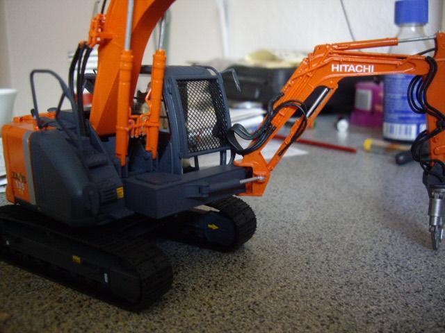 Hitachi Doppel-Arm-Arbeitsmaschine, Hasegawa 1:35 03810