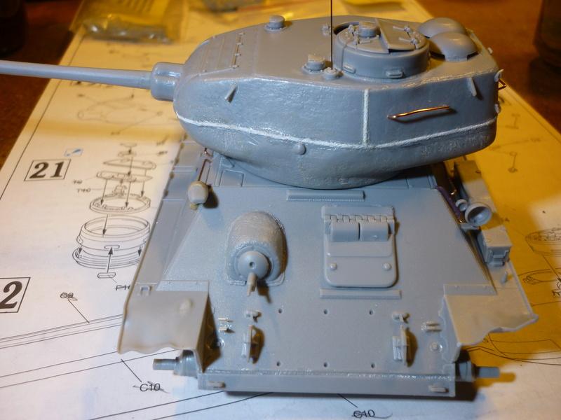 T-34/85 Dragon 1/35 + Russian tank crew Tristar 1/35 - Page 2 P1080012