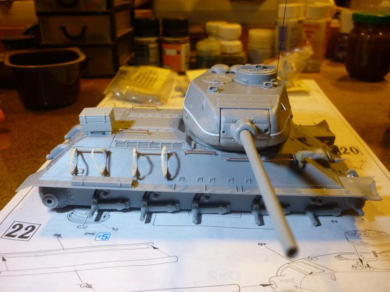 T-34/85 Dragon 1/35 + Russian tank crew Tristar 1/35 - Page 2 P1080013