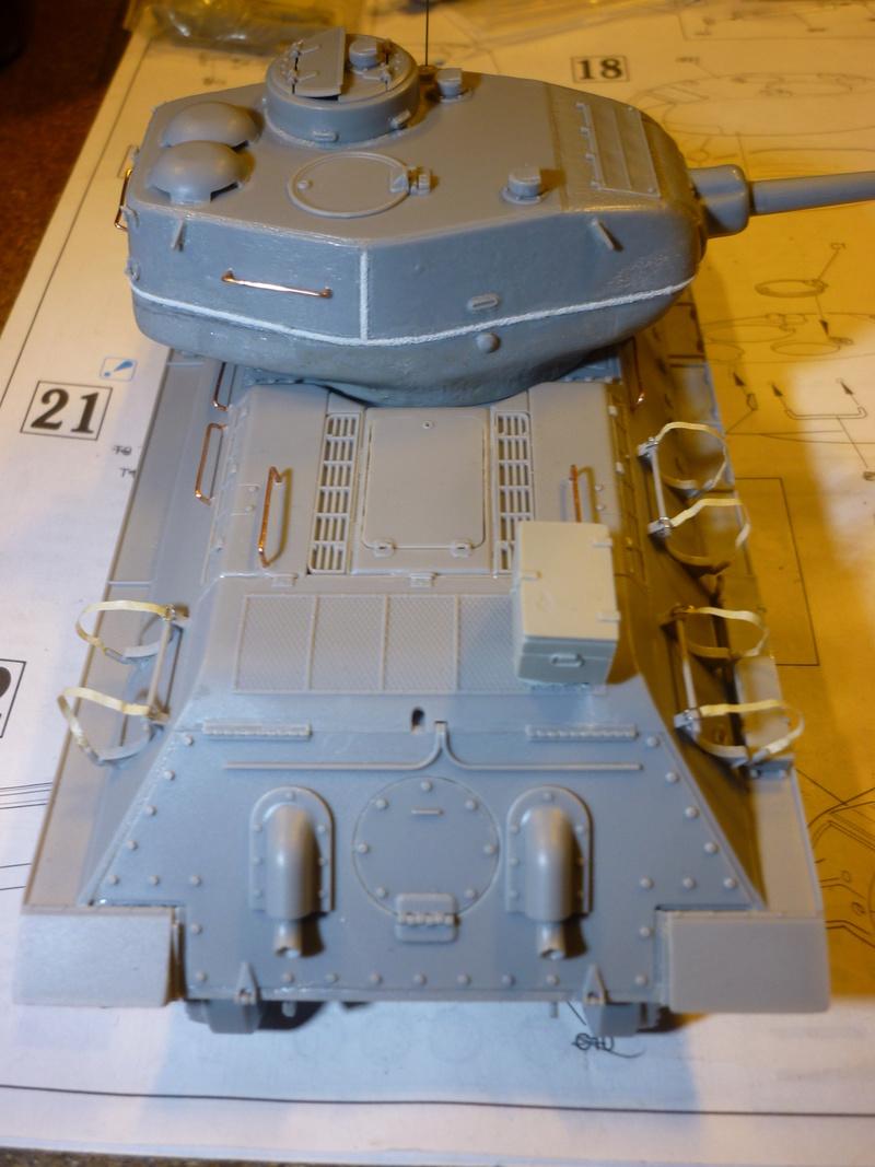 T-34/85 Dragon 1/35 + Russian tank crew Tristar 1/35 - Page 2 P1080014