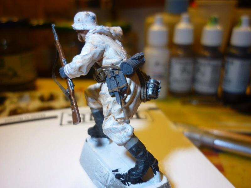 Front de l'Est en hiver (SdKfz 223 1/35 Tamiya + personnages Dragon et Tank) - Page 9 P1070919