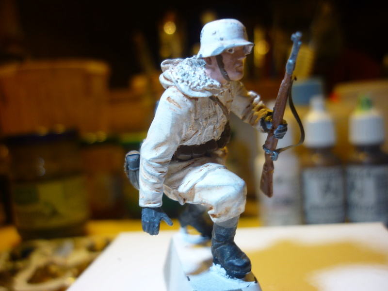 Front de l'Est en hiver (SdKfz 223 1/35 Tamiya + personnages Dragon et Tank) - Page 9 P1070921