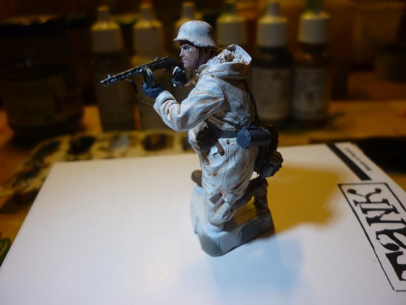 Front de l'Est en hiver (SdKfz 223 1/35 Tamiya + personnages Dragon et Tank) - Page 9 P1070924
