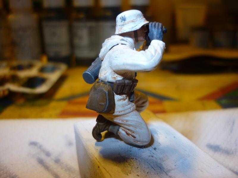 Front de l'Est en hiver (SdKfz 223 1/35 Tamiya + personnages Dragon et Tank) - Page 9 P1080010