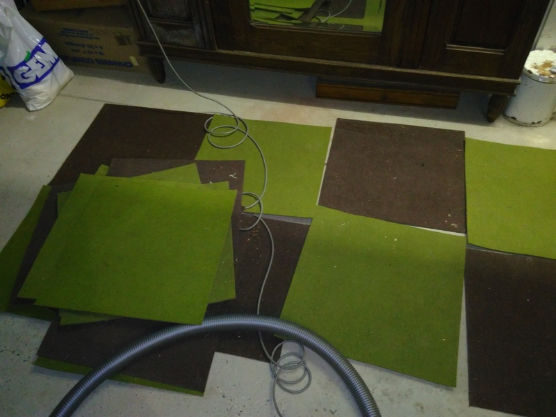 Piste en dalles de moquette dans le grenier ;) Img_2011