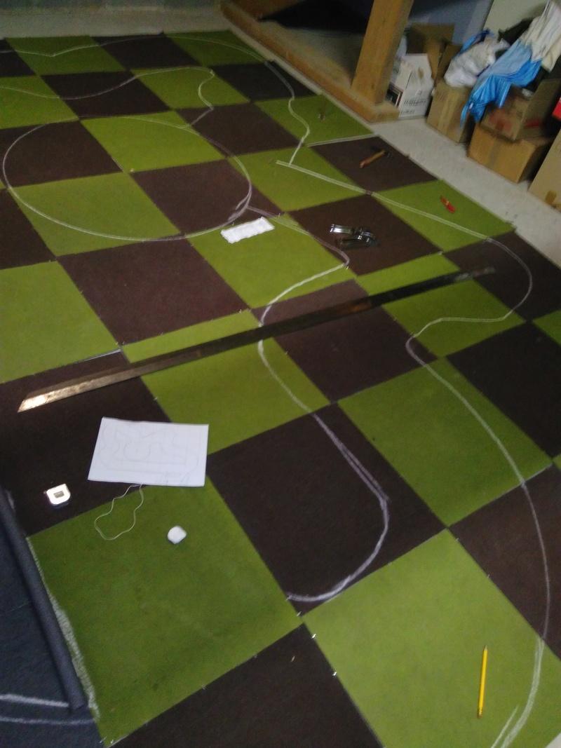 Piste en dalles de moquette dans le grenier ;) Img_2012