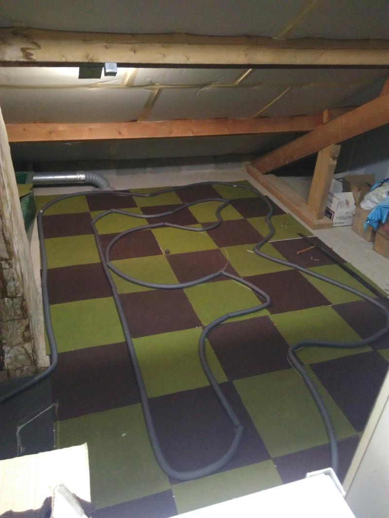 Piste en dalles de moquette dans le grenier ;) Img_2023