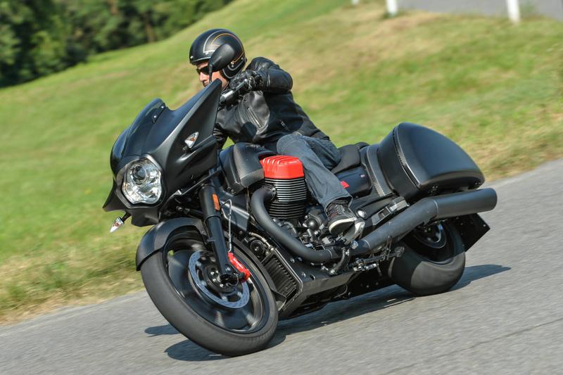 Essai Moto Guzzi MGX-21 – Batmobile Ac1_3610