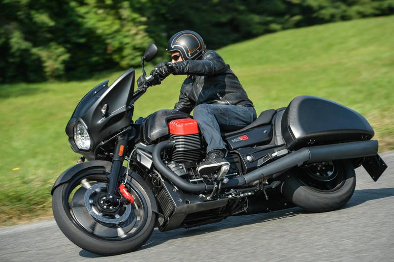 Essai Moto Guzzi MGX-21 – Batmobile Ac1_3611