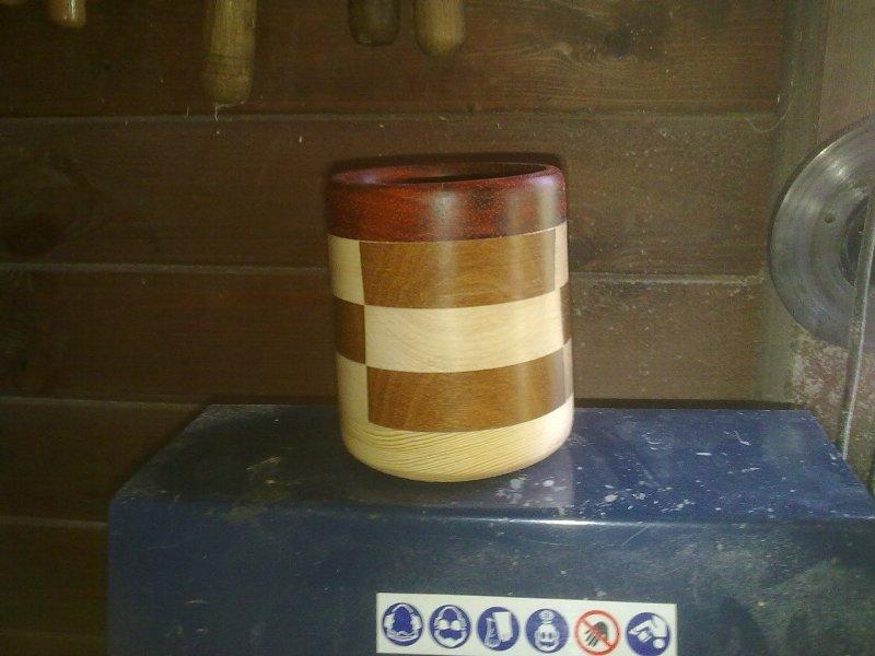Bote lapicero en madera con torneado segmentado Yk2j10